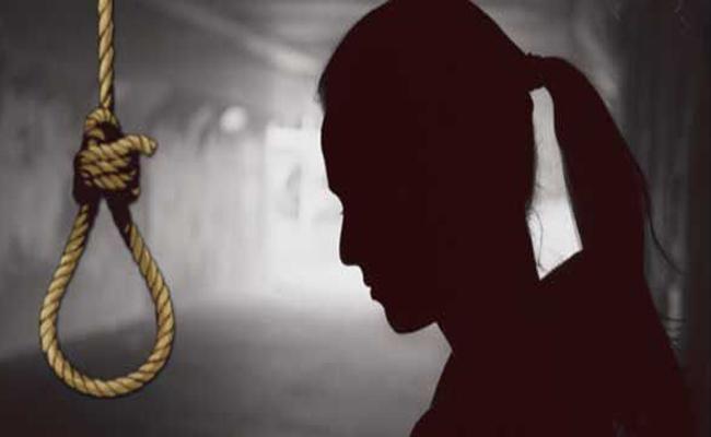 Covid 19 Positive Woman Commits Suicide In Karnataka - Sakshi