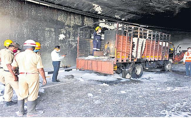 Six Workers Injured In Blast Near Kempegowda Airport In Bengaluru - Sakshi