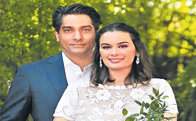 Evelyn Sharma marries Australi dental surgeon Tushaan BhindI - Sakshi