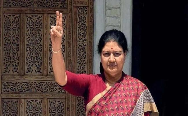 AIADMK Party Leaders Fearing Of Sasikala - Sakshi
