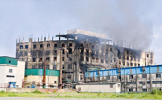 Fire At Bangladesh Juice Factory Kills at Least 52, Over 50 Injured - Sakshi