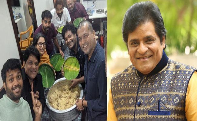 Comedian Ali Mutton Biryani Treat to F3 Movie Team on Sets - Sakshi