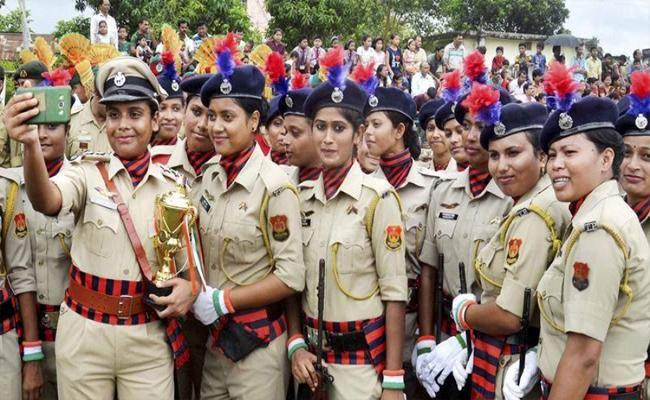 33 Percent Of Police Force Should Be Women: Central - Sakshi