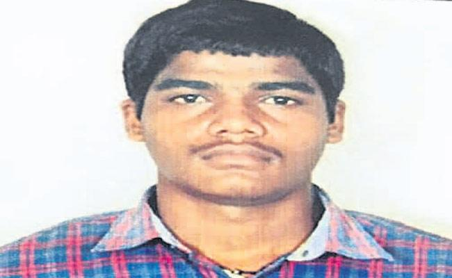 Young Man Committed To Last Breath By Falling Off Train - Sakshi