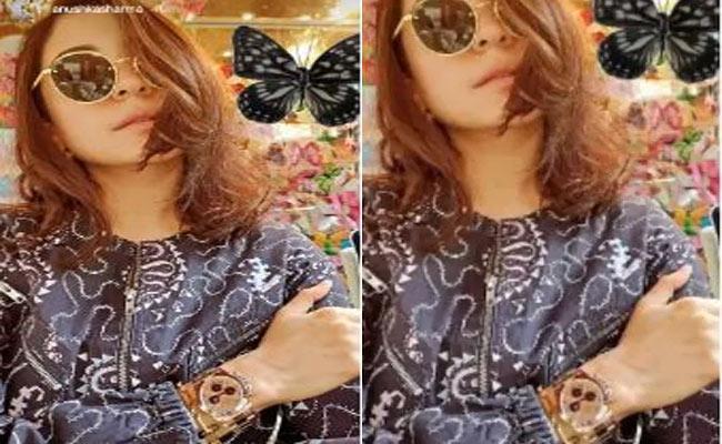Fans Trolls Anushka Sharma Wrist Watch Worth Rs 50 Lakh Not Wearing Mask - Sakshi