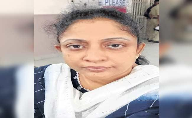 HYD: Woman Held For Cheating Young Women And Loot Lakhs Of Money - Sakshi