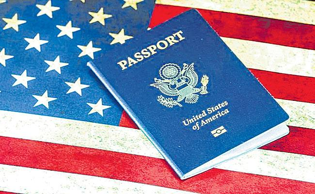 Indian professionals moving away from US due to outdated H-1B visa policy - Sakshi