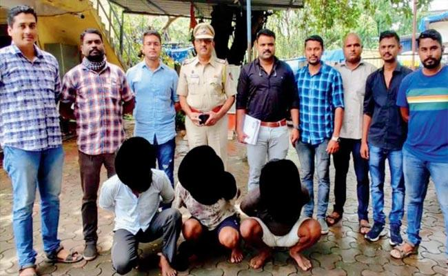 Police Arrested A group Of Thieves Who Steal Items Grocery Shops In Mumbai - Sakshi
