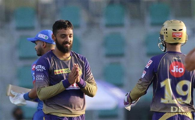 Teamindia Mystery Spinner Varun Chakravarthy Started His Career As A Wicket Keeper Batsmen - Sakshi