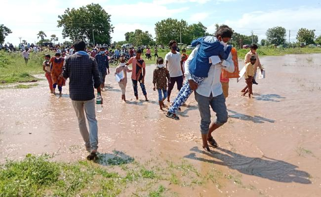 Photo Story: Heavy Rain Water Reached In Kattangur SC Girls Gurukul School In Narketpally - Sakshi