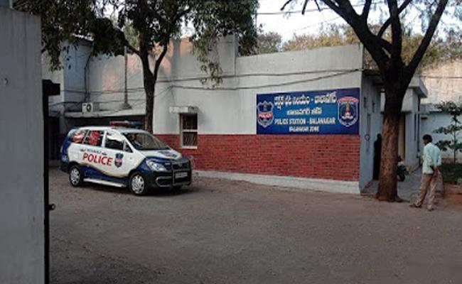 Hyderabad: Woman Tries To Ends Her Life Police Rescued Balanagar - Sakshi