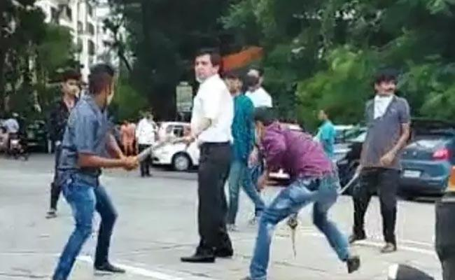 Goons Attack With Sharp Weapons On Lawyer In Mumbai - Sakshi
