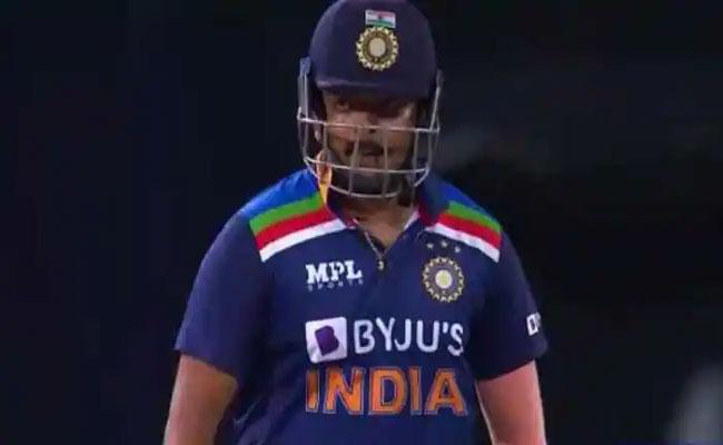 Prithvi Shaw Becomes First Player To Score 40 Plus Runs In First 5 Overs - Sakshi