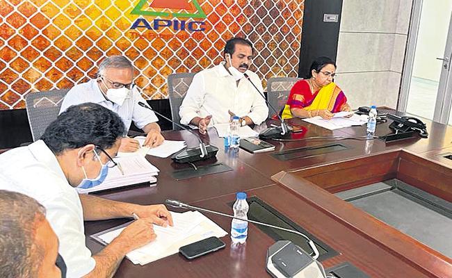 Kurasala Kannababu at the Organic Farming Committee meeting - Sakshi