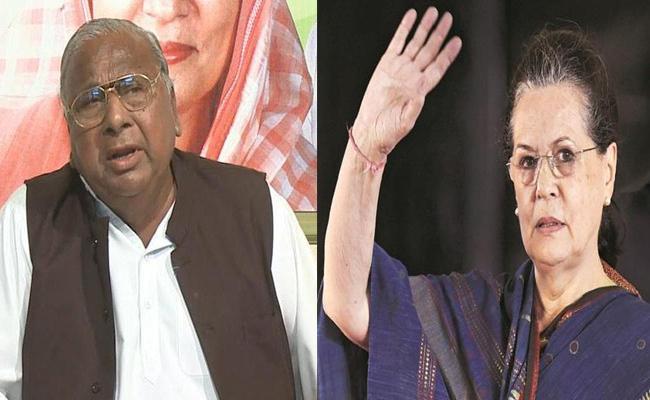 Sonia Gandhi Calls V Hanumantha Rao Enquires About His Health - Sakshi