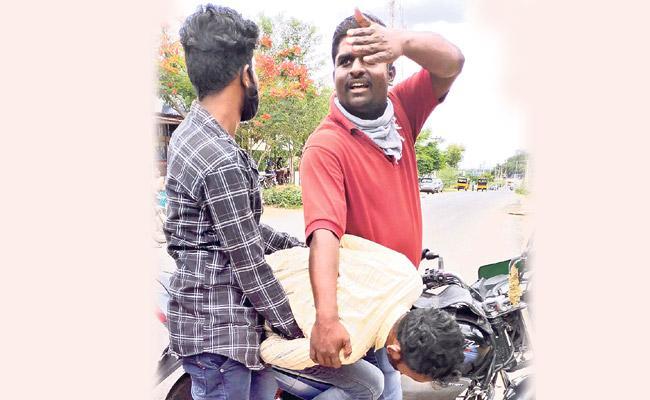Lover Mother Complaint Police Man Attempt To Self Elimination Vikarabad - Sakshi