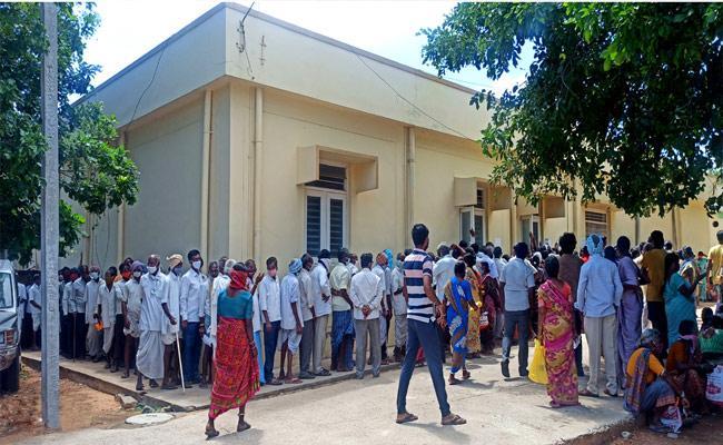 Covid Vaccine Shortage In Nalgonda - Sakshi