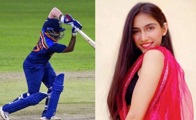 Girlfriend Stunning Reaction For Prithvi Shaw Batting Against Sri Lanka - Sakshi