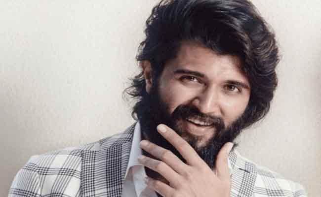 Vijay Deverakonda Reaches 10 Million Followers On Facebook - Sakshi