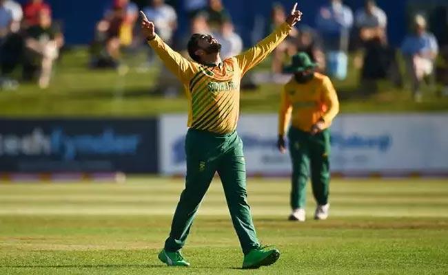 Shamsi Bowling Magic Clinch South Africa Victory Against Ireland - Sakshi