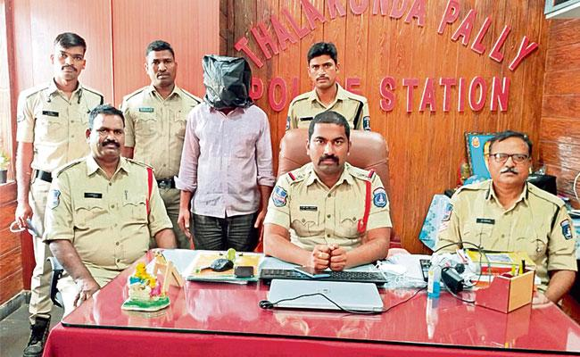 Man Who Cheated Old Citizens Bank Got Arrested Hyderabad - Sakshi