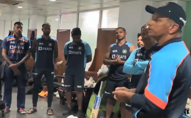 Ind Vs SL: Rahul Dravid Emotional Speech With Team India Players After Win - Sakshi