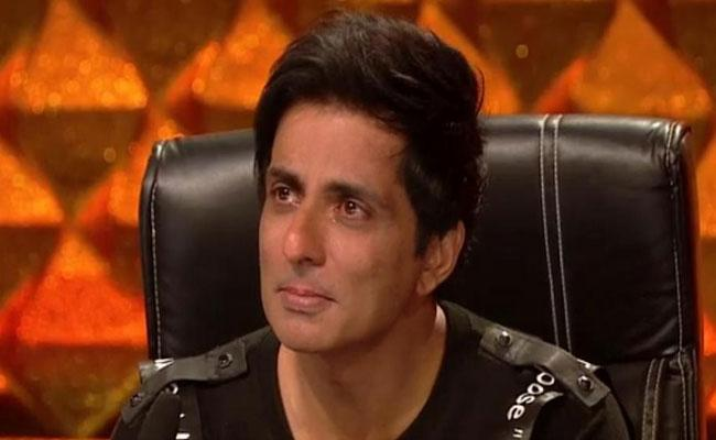 Sonu Sood Shares Emotional Post For His Mother Birth Anniversary - Sakshi