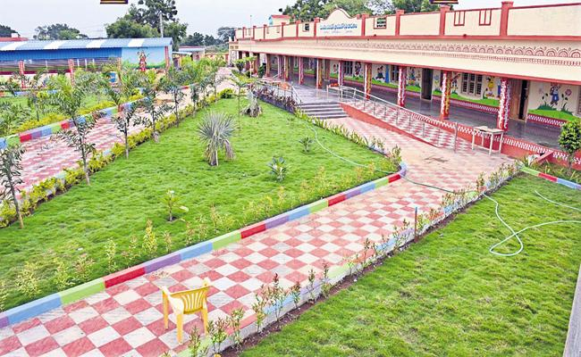 Nadu Nedu first phase to be completed in public schools - Sakshi