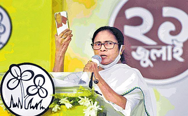 Mamata Banerjee slams Centre over Pegasus spyware - Sakshi