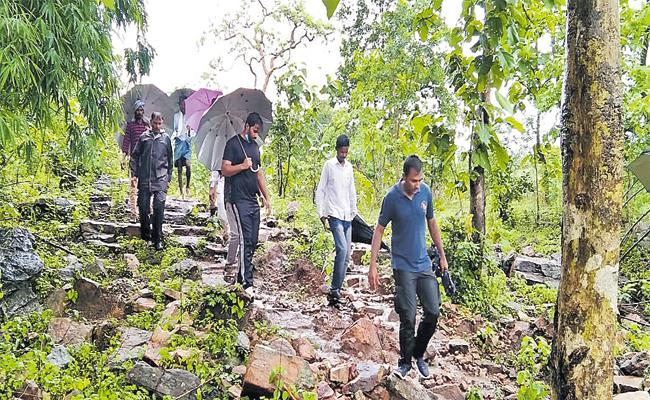 Additional Collector Varun Reddy Goes Into Forest For Palle Pragathi Checkings - Sakshi