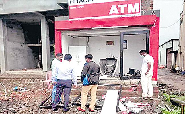 Thugs Make Blast at ATM In Pune, Flee With Rs 28 Lakh - Sakshi
