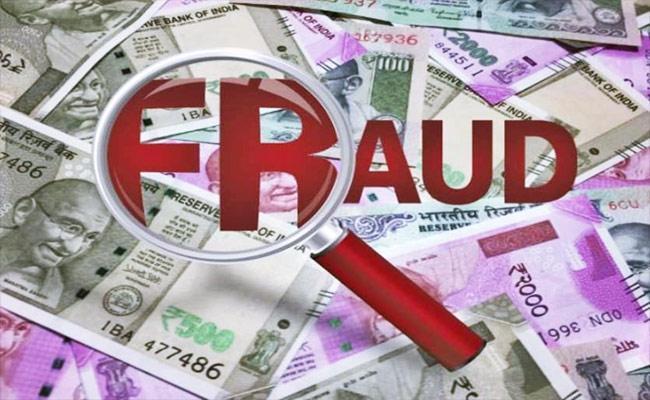 Fake Woman Clerk Fraud In Khammam - Sakshi