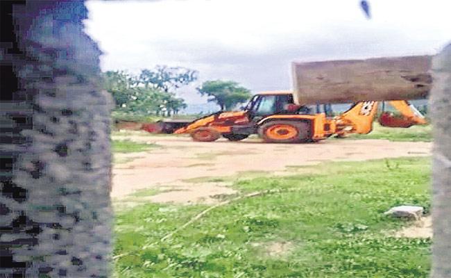 Tdp Leaders Illegal Sand Mining At Chandragiri - Sakshi