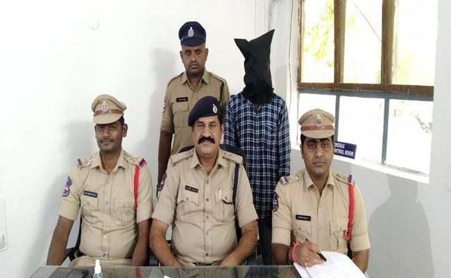 Man Abduct Girl Tragedy In Warangal - Sakshi