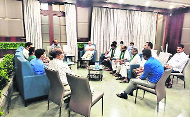 Poonam Malakondaiah Says Solve All Farmers problems In AP - Sakshi