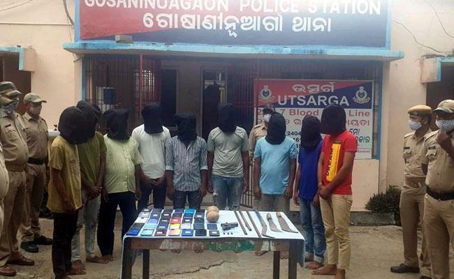 Odisha: Berhampur Police Busted Looters Gang While Patroling - Sakshi