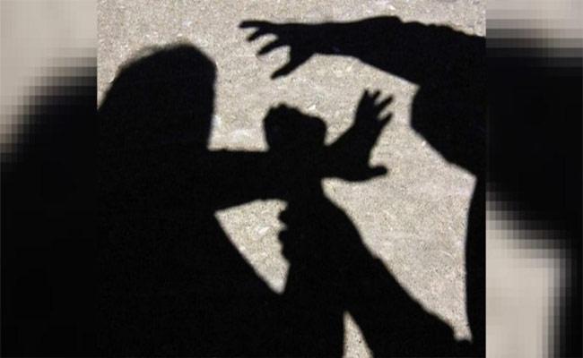 Government Employee Molested Woman In Karnataka - Sakshi