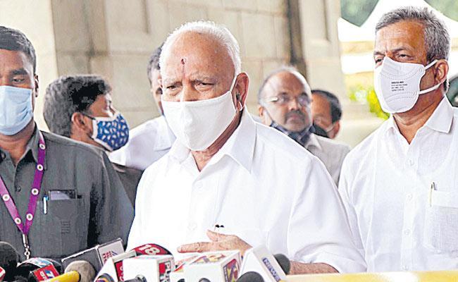 Lingayat seers, Cong leaders extend support to BS Yediyurappa - Sakshi