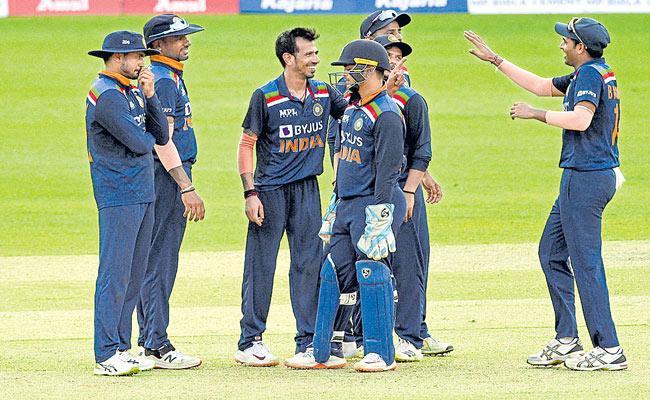 Deepak Chahar scripts India series-sealing win over Sri Lanka - Sakshi