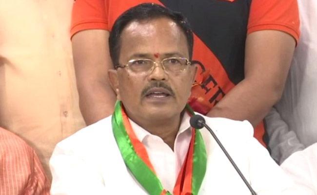 Telangana BJP Leader Motkupalli Narasimhulu Resigns To Party - Sakshi