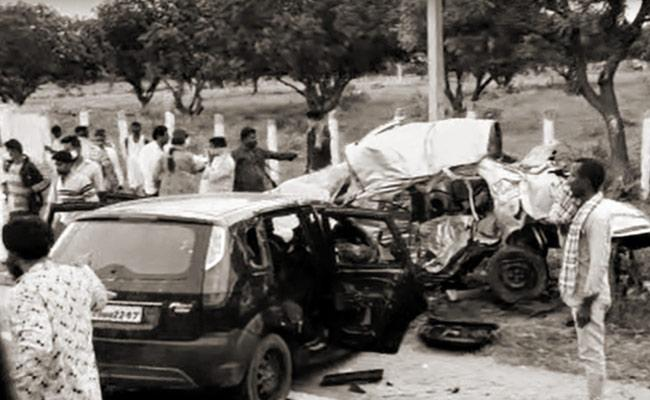 Road Accident At Nagar Kurnool District, at least 8 People Lost Life - Sakshi
