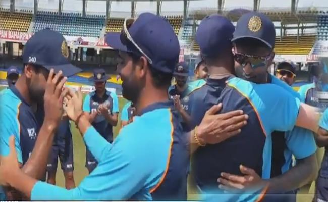 IND vs SL 3rd ODI: Team India Five Players Debut First Time Since 1980 - Sakshi