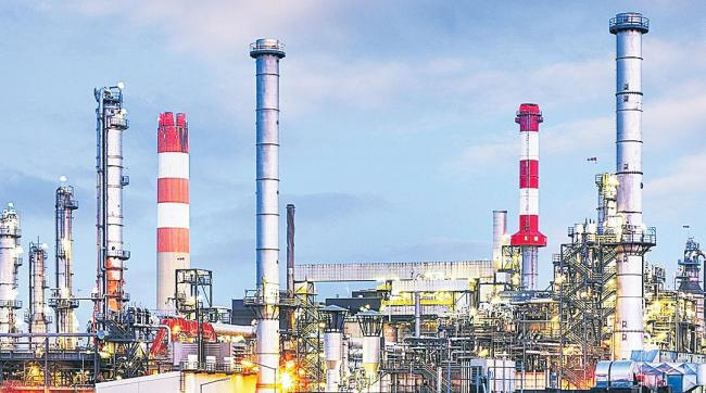Union Cabinet Approves 100% FDI In PSU Refiners Aid BPCL Sale - Sakshi