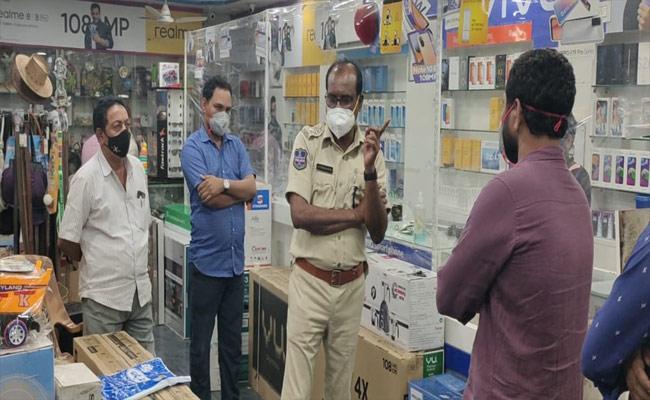 Man Steals Mobile Phones In Khammam - Sakshi