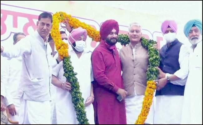 Navjot Singh Sidhu Takes Charge As Punjab Congress Chief - Sakshi