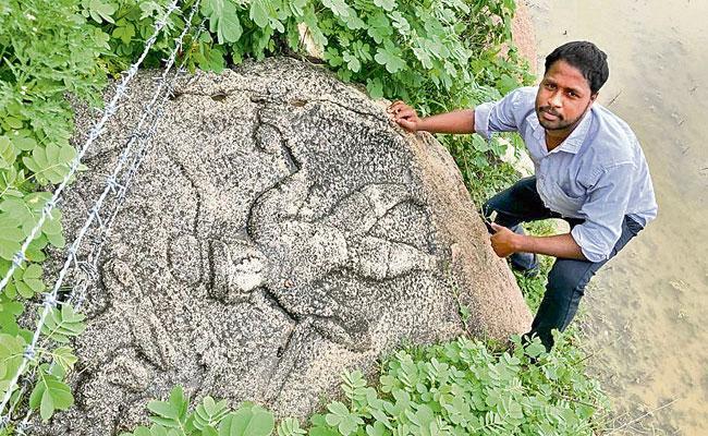 Medak: Architecture Stone Remains Of 10 Century Unearthed In Narsingi - Sakshi