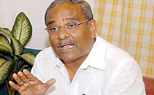 I am ahead in the race for next chief minister says Food Minister Umesh Katti - Sakshi