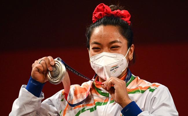 Tokyo Olympics: Mirabai Chanu Won Silver Medal In 49 Kg Weightlifting - Sakshi