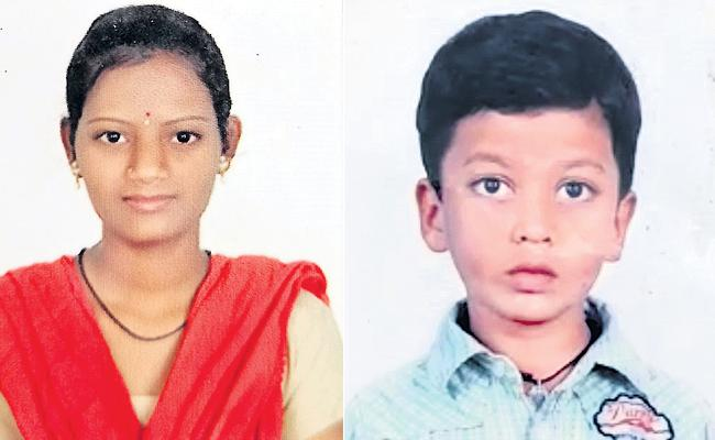 Hyderabad: Mother And Child Ends Their Life Uppal - Sakshi