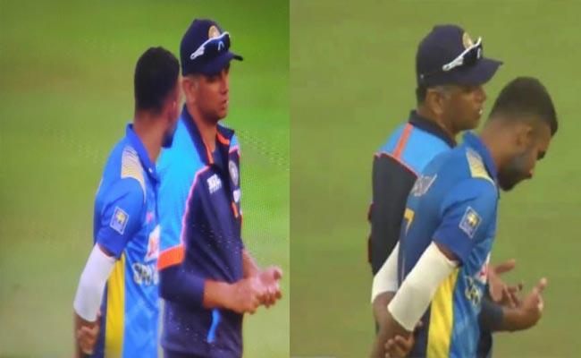 India Vs SL: Rahul Dravid Interacts With Dasun Shanaka During Rain Break - Sakshi